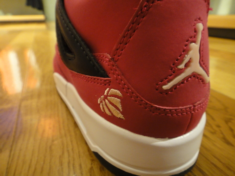 GIRLS AIR JORDAN 4 RETRO_02.JPG