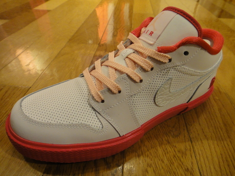 GIRLS AIR JORDAN RETRO V.1 GROWN_01.JPG
